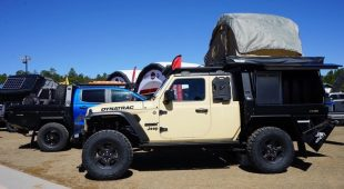 Jeep Gladiator gets Hellcat crate motor, loses doors in Dynatrac build