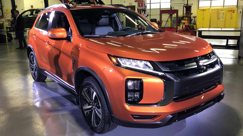 Mitsubishi to make its biggest SUV bigger, smallest smaller